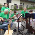 Das Bild zeigt den Auftritt der Band beim Sommerfest der Lebenshilfe.