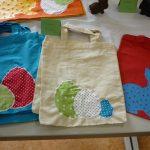 Das Bild zeigt hübsch gestaltete Stofftaschen.