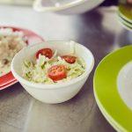 Das Bild zeigt eine appetitliche Schüssel mit gemischtem Salat.