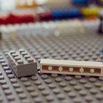 Das Bild zeigt einige Legosteine.