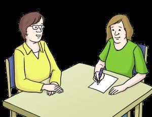 Sie sehen zwei Menschen die am Tisch sitzen, einer schreibt etwas.