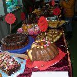 Das Bild zeigt das große Kuchenbüffet.
